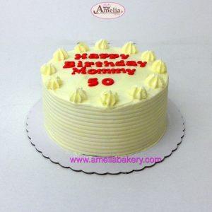 Pastel red velvet cubierto con nombre y edad