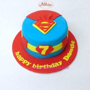 Tarta-fondant-superman-con-capa-escudo