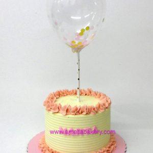 Pastel de Cumpleaños con globo con buttercream sin fondant rosa