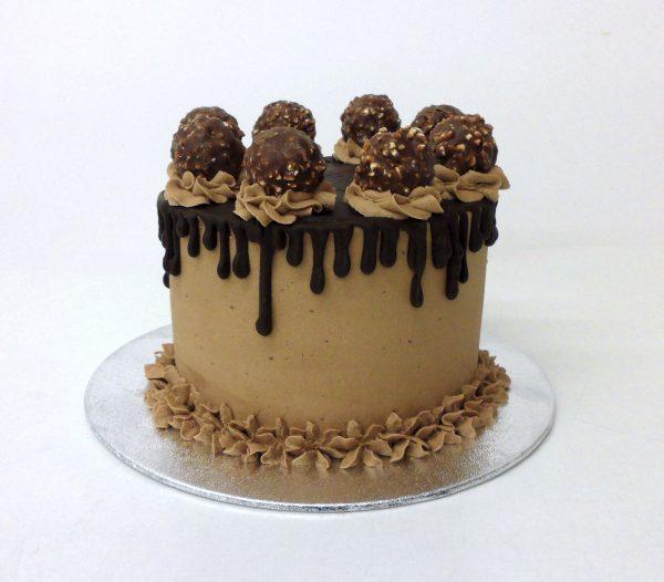 Pastel de Ferrero Rocher con Drip Cake