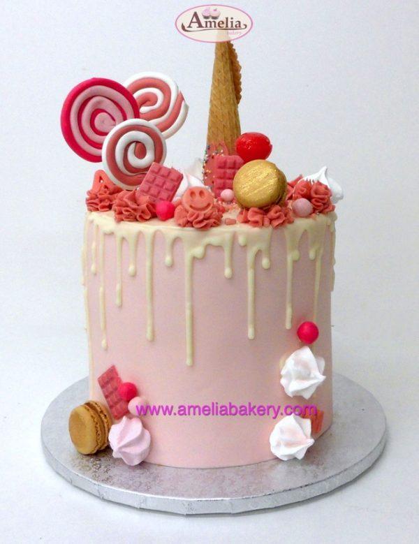 Pastel Fresa Drip Cake con Buttercream, Chuches y Piruletas
