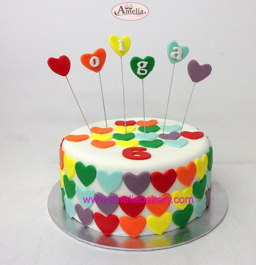 Tarta Fondant cumpleaños Corazones arcoiris
